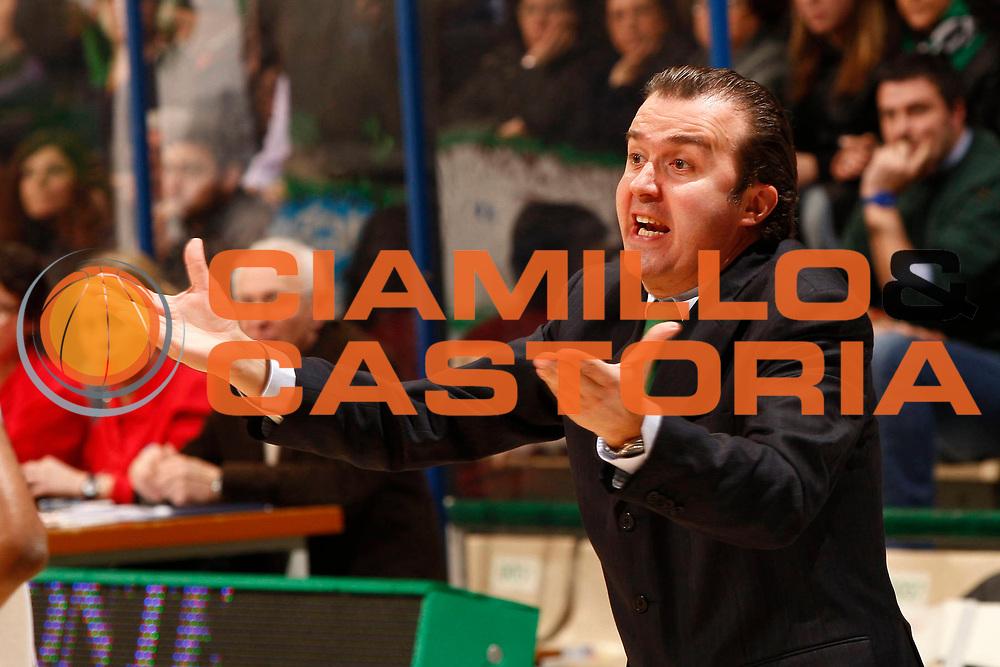 DESCRIZIONE : Siena Lega A 2010-11 Montepaschi Siena Vanoli Braga Cremona<br /> GIOCATORE : Simone Pianigiani<br /> SQUADRA : Montepaschi Siena<br /> EVENTO : Campionato Lega A 2010-2011 <br /> GARA : Montepaschi Siena Vanoli Braga Cremona<br /> DATA : 23/01/2011<br /> CATEGORIA : ritratto coach<br /> SPORT : Pallacanestro <br /> AUTORE : Agenzia Ciamillo-Castoria/P.Lazzeroni<br /> Galleria : Lega Basket A 2010-2011 <br /> Fotonotizia : Siena Lega A 2010-11 Montepaschi Siena Vanoli Braga Cremona<br /> Predefinita :