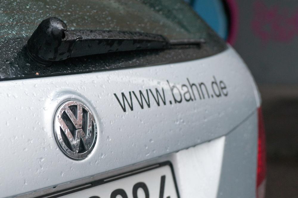 Reklame fuer die Bahn auf der Heckklappe eines VW  |   ad for german railway die BAHN on the back of a Volkswagen