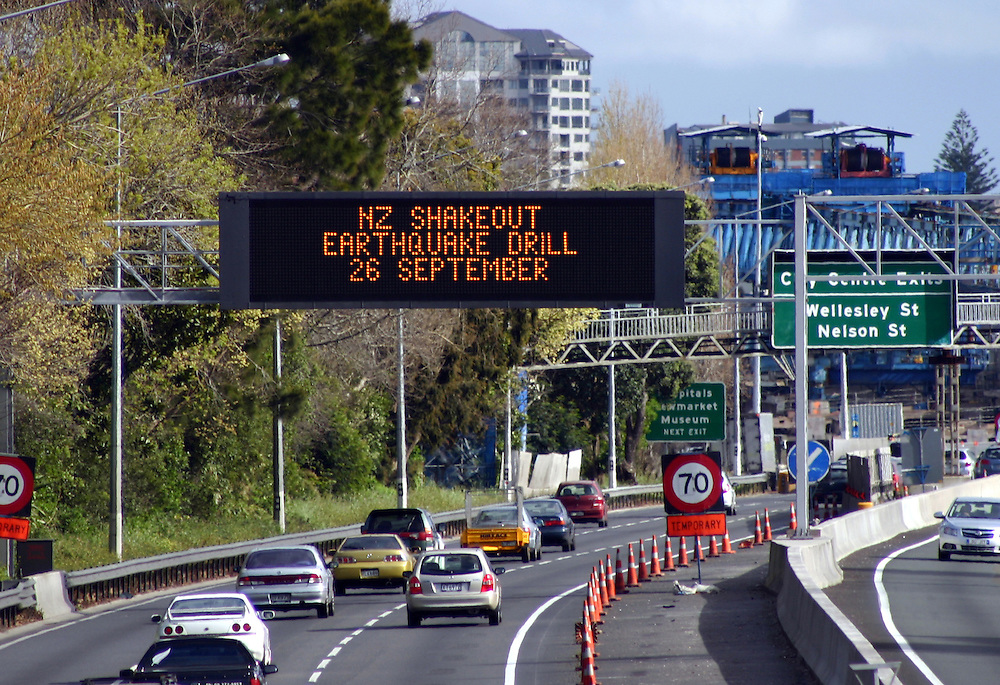 "Electronic signs on the southern motorway prepare New Zealanders, ""NZ Shakeout"" earthquake drill across the country on September 26, Auckland, New Zealand, Sunday, September 23, 2012. Credit:SNPA / Grahame Clark"