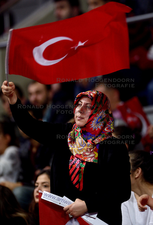 09-01-2016 TUR: European Olympic Qualification Tournament Turkije - Italie, Ankara<br /> De strijd om de tweede Japan ticket wordt gewonnen door Italie. Turkije verliest in de 5de set met 13-15 / Turks publiek, support. De droom naar Rio is voorbij.