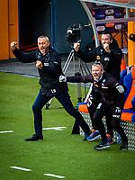1. divisjon fotball 2018: Aalesund - Levanger (4-0). Aalesunds trener Lars Bohinen (t.v.), assistenttrener Andrea Loberto og trener Lars Bohinen (t.h.) jubler når Holmbert Fridjonsson setter inn 2-0 i kampen i 1. divisjon i fotball mellom Aalesund og Levanger på Color Line Stadion.