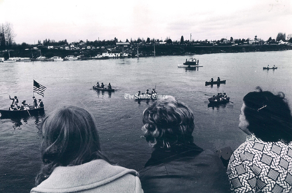 Spectators in Mount Vernon watched a re-enactment of George Washington's crossing of the Delaware River during the Revolutionary War. (Bruce McKim / The Seattle Times, 1975)