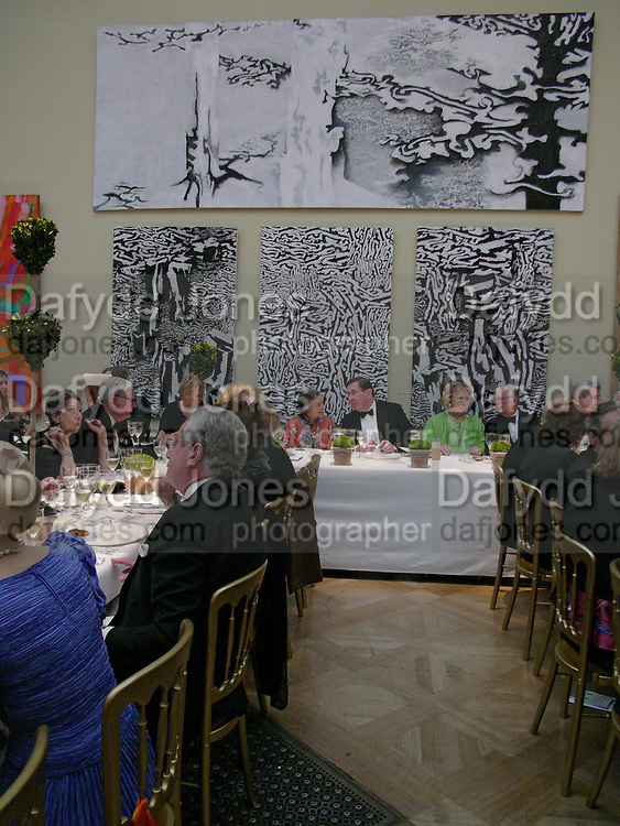 Lord Irvine of Lairg and Drue Heinz, Royal Academy summer exhibition annual dinner. Picadilly.  2 June 2004. ONE TIME USE ONLY - DO NOT ARCHIVE  © Copyright Photograph by Dafydd Jones 66 Stockwell Park Rd. London SW9 0DA Tel 020 7733 0108 www.dafjones.com