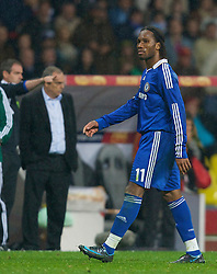 MOSCOW, RUSSIA - Wednesday, May 21, 2008: Chelsea's Didier Drogba walks off the pitch past manager Avram Grant after being shown the red card during the UEFA Champions League Final Manchester United at the Luzhniki Stadium. (Photo by David Rawcliffe/Propaganda)