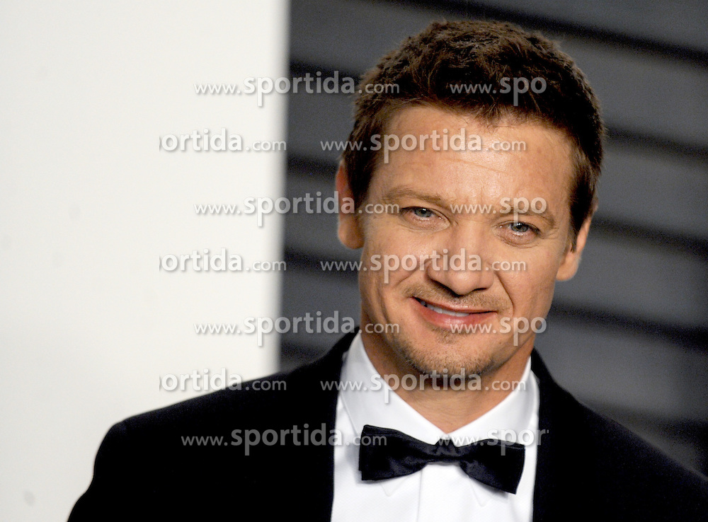 Jeremy Renner arrives at the 2016 Vanity Fair Oscar Party Hosted By Graydon Carter at Wallis Annenberg Center for the Performing Arts on February 28, 2016 in Beverly Hills, California. EXPA Pictures © 2016, PhotoCredit: EXPA/ Photoshot/ Dennis Van Tine<br /><br />*****ATTENTION - for AUT, SLO, CRO, SRB, BIH, MAZ only*****