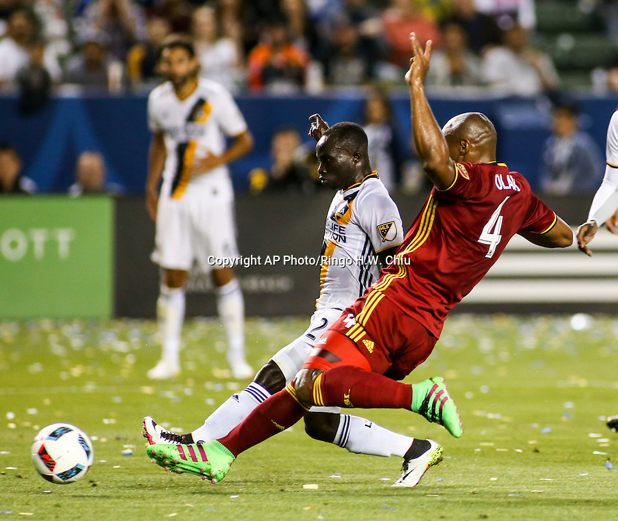 Los Angeles Galaxy forward Emmanuel Boateng, left, go for the ball against Real Salt Lake defender Jamison Olave in the first half of an MLS soccer game in Carson, Calif., Saturday, April 23, 2016. (AP Photo/Ringo H.W. Chiu)