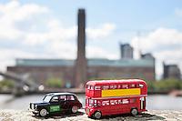 Figurines of London public transports