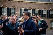 DEN HAAG - Mark Rutte (VVD) komt aan op het Binnenhof voor gesprekken met informateur Gerrit Zalm.De vier partijen die een nieuw kabinet willen vormen, hebben maandag na ruim drie maanden overleg hun regeerakkoord af. De plannen voor de komende jaren gaan nu naar de fracties van VVD, CDA, D66 en ChristenUnie. Zij buigen zich in de loop van de dag over het concept.   copyright robin utrecht
