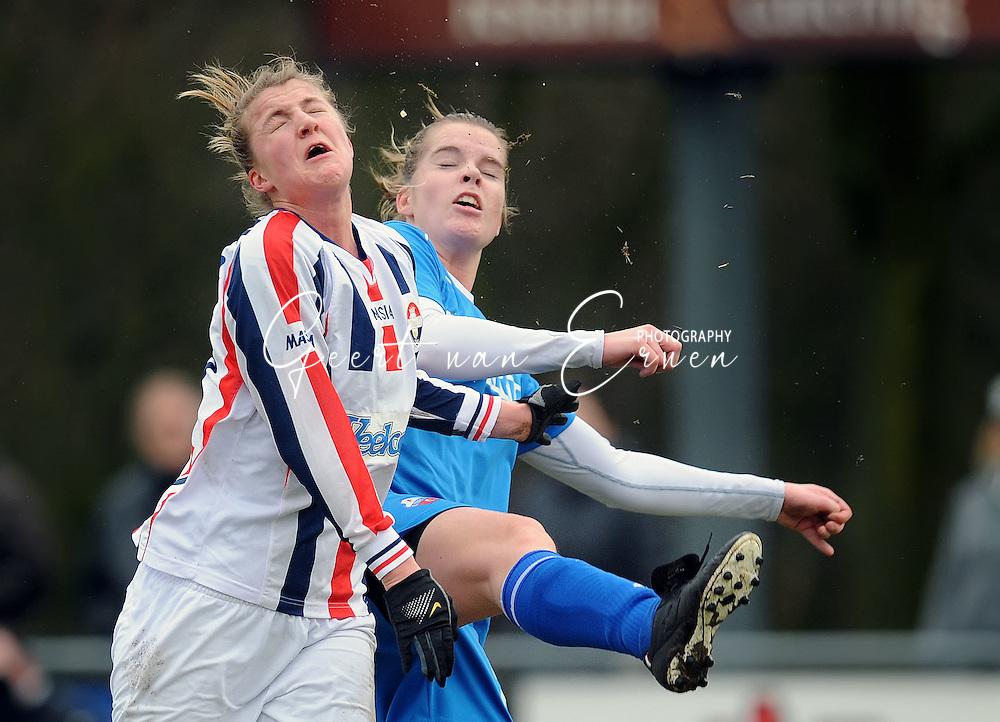 15-02-2009 Voetbal:Willem II:FC Utrecht:Tilburg<br /> Kirsten van de Ven krijgt een trap midden in haar gezicht van Joniek Bonnes en verliest daarbij een groot stuk van haar voortand<br /> Foto: Geert van Erven