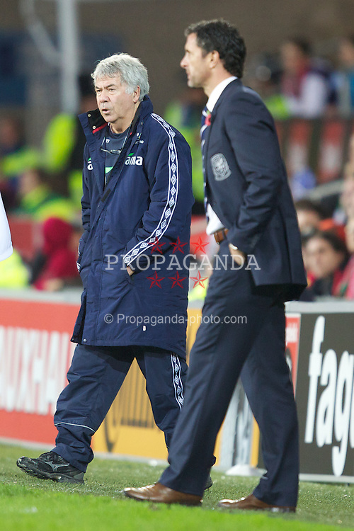 CARDIFF, WALES - Saturday, November 12, 2011: Wales' manager Gary Speed and Norway's head coach Egil Olsen during the international friendly match at the Cardiff City Stadium. (Pic by Vegard Grott/Propaganda)