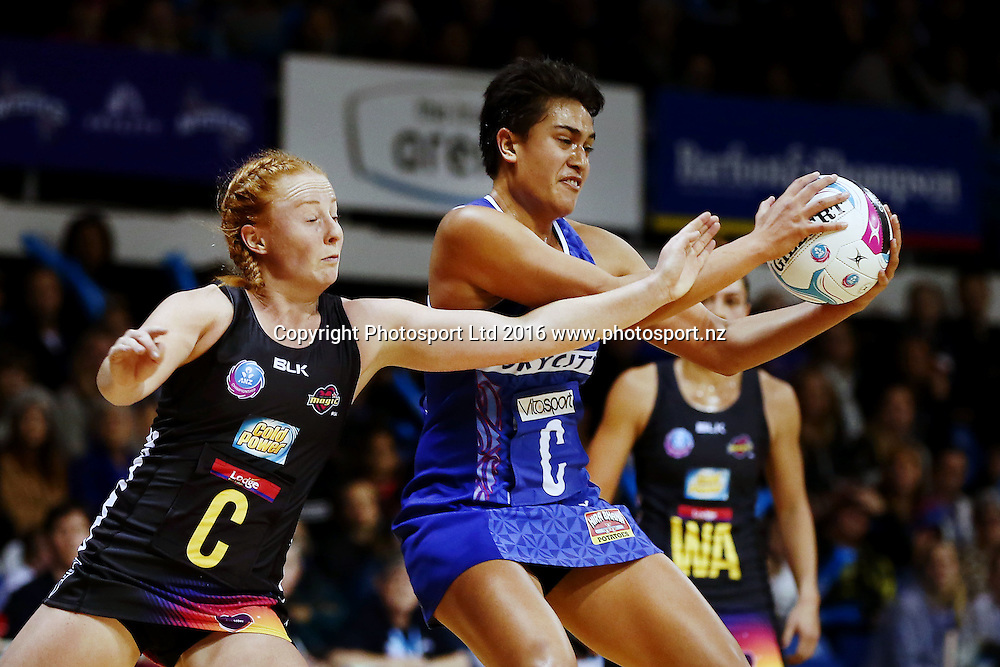 Fa'amu Ioane of the Mystics competes against Samantha Sinclair of the Magic. 2016 ANZ Championship, Northern Mystics v Waikato BOP Magic, The Trusts Arena, Auckland, New Zealand. 6 June 2016. Photo: Anthony Au-Yeung / www.photosport.nz
