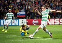 20/08/14 UEFA CHAMPIONS LEAGUE PLAY-OFF 1ST LEG<br /> NK MARIBOR v CELTIC<br /> LJUDSKI VRT - MARIBOR<br /> Celtic ace Stefan Johansen (right) attempts to round Jasmin Handanovic