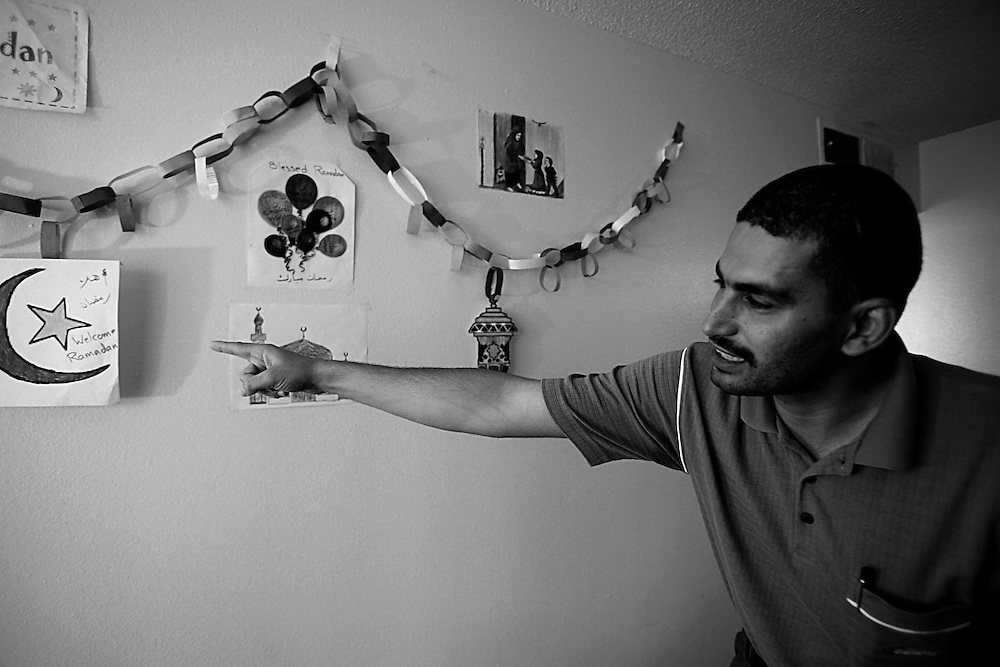 SE-RAMADAN-SEP16-----------------------Ahmad Fayed, an immigrant from Egypt, points out the crescent moon that symbolizes the month of Ramadan. The decorations on the wall is a tradition back in his homeland. View photo by Vic Valbuena Bareng 09/04/08