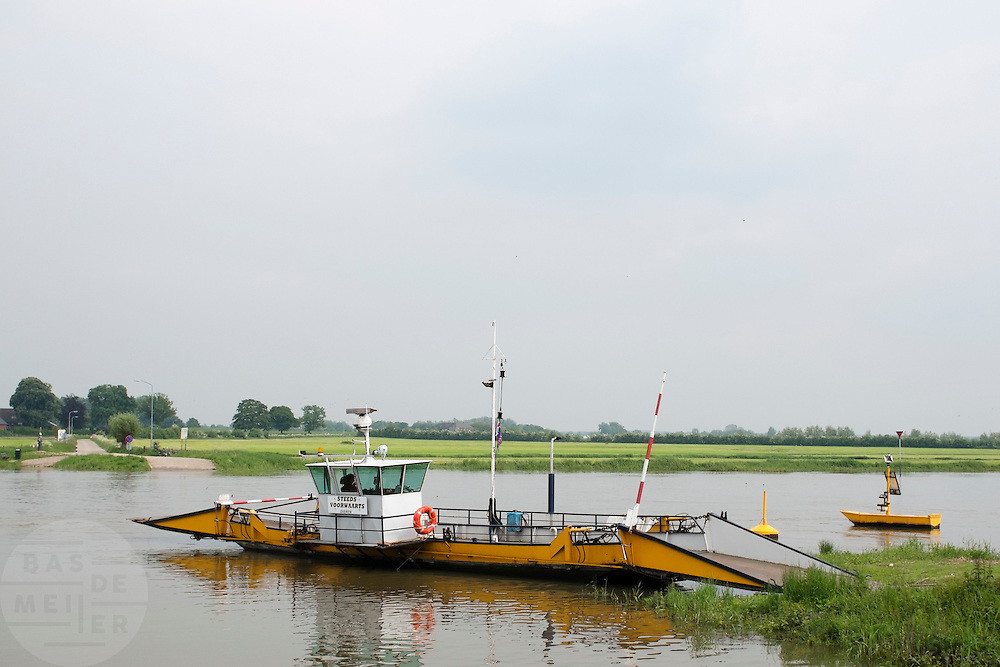 Het veerpontje over de IJssel tussen Dieren en Olburgen.<br />