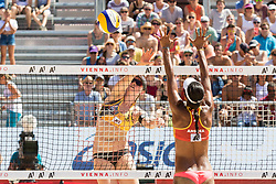 29.07.2017, Donauinsel, Wien, AUT, FIVB Beach Volleyball WM, Wien 2017, Damen, Gruppe B, im Bild v.l. Julia Sude (GER), Andrea Galindo (COL), // f.l. Julia Sude of Germany Andrea Galindo of Colombia during the Women's group B match of 2017 FIVB Beach Volleyball World Championships at the Donauinsel in Wien, Austria on 2017/07/29. EXPA Pictures © 2017, PhotoCredit: EXPA/ Sebastian Pucher
