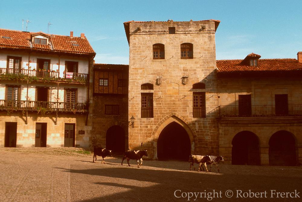 SPAIN, NORTH, CANTABRIA Santillana del Mar; medieval homes