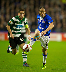 LIVERPOOL, ENGLAND - Tuesday, February 16, 2010: Everton's Steven Pienaar in action against Sporting Clube de Portugal during the UEFA Europa League Round of 32 1st Leg match at Goodison Park. (Photo by: David Rawcliffe/Propaganda)