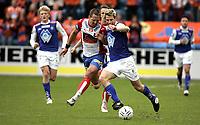 Fotball<br /> Tippeligaen Eliteserien<br /> 13.05.07<br /> Ullevaal Stadion<br /> FC Lyn Oslo - Aalesund AaFK<br /> Magnus Kihlberg foran Magnus Powell<br /> Foto - Kasper Wikestad