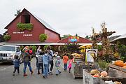 Besökare hos Bauman Farms, Gervais, Oregon, USA<br /> Foto: Christina Sjögren