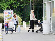 05.MAY.2011. LONDON<br /> <br /> SINGER GWEN STEFANI SHOPPING WITH HER CHILDREN AT TOYS R US BEFORE GOING ON TO SAINSBURYS IN NORTH LONDON.<br /> <br /> BYLINE: EDBIMAGEARCHIVE.COM<br /> <br /> *THIS IMAGE IS STRICTLY FOR UK NEWSPAPERS AND MAGAZINES ONLY*<br /> *FOR WORLD WIDE SALES AND WEB USE PLEASE CONTACT EDBIMAGEARCHIVE - 0208 954 5968*