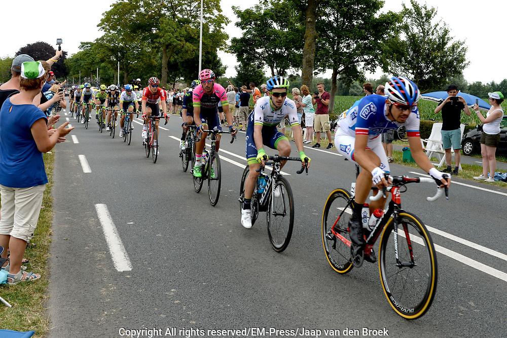 Tweede etappe van de Tour de France van Utrecht naar Neeltje Jans over 166 kilometer, gefotografeerd bij Montfoort<br /> <br /> Second stage of the Tour de France from Utrecht to Neeltje Jans about 166 kilometers, photographed at Montfoort<br /> <br /> Op de foto:  Peleton