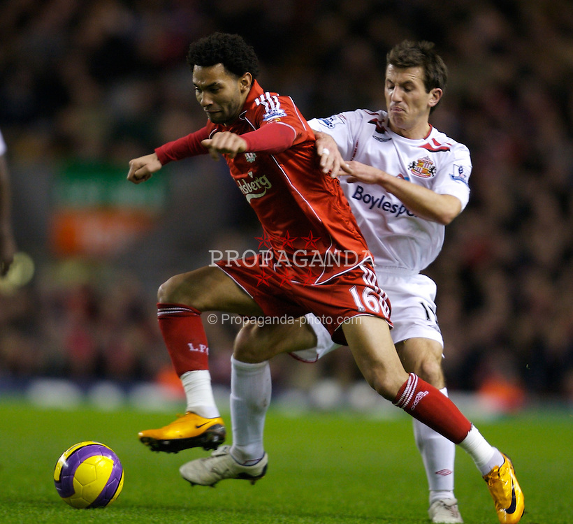LIVERPOOL, ENGLAND - Saturday, February 2, 2008: Liverpool's Jermaine Pennant and Sunderland's Liam Miller during the Premiership match at Anfield. (Photo by David Rawcliffe/Propaganda)