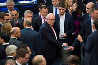 DEU, Deutschland, Germany, Berlin, 13.12.2017: Unionsfraktionschef Volker Kauder (CDU) und weitere Abgeordnete bei einer namentlichen Abstimmung mit Stimmkarten an der Wahlurne bei einer Plenarsitzung im Deutschen Bundestag.
