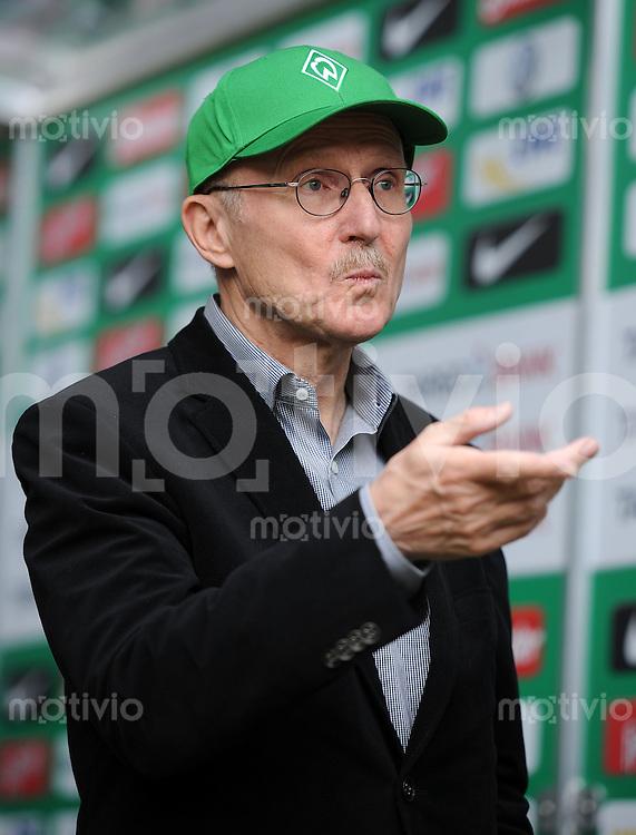 FUSSBALL   1. BUNDESLIGA   SAISON 2011/2012   32. SPIELTAG SV Werder Bremen - FC Bayern Muenchen               21.04.2012 Aufsichtsratsvorsitzender Willi Lemke (Werder Bremen)