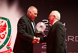 CARDIFF, WALES - Monday, October 5, 2015: Steve Williams presents an FAW Fair Play Award to Penybont United FC during the FAW Awards Dinner at Cardiff City Hall. (Pic by David Rawcliffe/Propaganda)