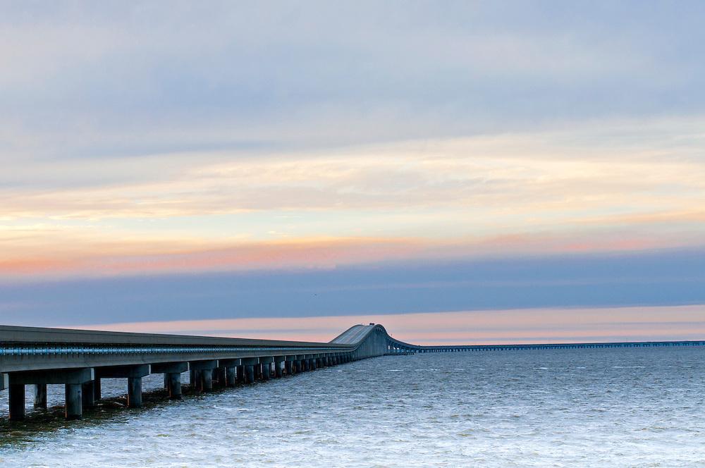 USA,Vereinigte Staaten,Florida,Nordflorida,Franklin County, St.George Island - die sieben Kilometer lange Bryant Grady Patton Bridge bei Abenddämmerung - Saint County Road 300       die sieben Kilometer lange Bryant Grady Patton Bridge