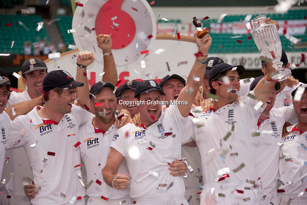 Captain Andrew Strauss lifts a replica urn as England celebrate retaining the Ashes after beating Australia in the fifth and final Test match at the SCG in Sydney to win the series 3-1. Photo: Graham Morris (Tel: +44(0)20 8969 4192 Email: sales@cricketpix.com) 07/01/11