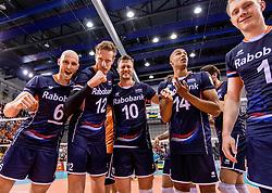 27-05-2017 NED: 2018 FIVB Volleyball World Championship qualification day 4, Apeldoorn<br /> Oostenrijk - Nederland / Zwaar bevochten overwinning voor Nederland dat met 3-2 wint / Jasper Diefenbach #6, Kay van Dijk #12, Jeroen Rauwerdink #10, Nimir Abdelaziz #14
