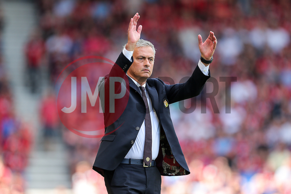 Manchester United manager Jose Mourinho gestures - Rogan Thomson/JMP - 14/08/2016 - FOOTBALL - Vitality Stadium - Bournemouth, England - Bournemouth v Manchester United - Premier League Opening Weekend.