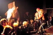 Germany - Deutschland - Musik - Music, Youth, PUNK ROCK.Berlin-Kreuzberg 1983  - Hausbesetzerszene.Hier: Punkkonzert im Quartier Latin .Berlin 10/03/83
