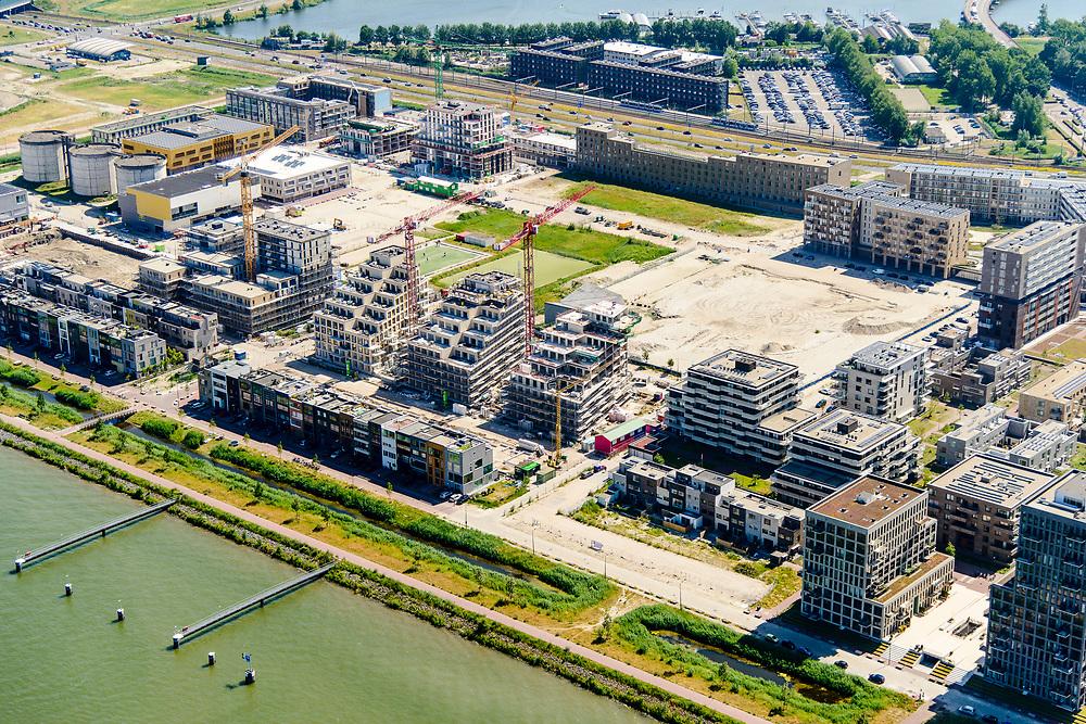 Nederland, Noord-Holland, Amsterdam, 29-06-2018; <br /> Zeeburgereiland met de silo's van de voormalige rioolwaterzuivering. Stadsontwikkelingsgebied met onder andere zelfbouw kavels. <br /> Island Zeeburg, new city quarter in developement<br /> <br /> luchtfoto (toeslag op standard tarieven);<br /> aerial photo (additional fee required);<br /> copyright foto/photo Siebe Swart
