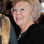NLD/Rotterdam/20120121 - Premiere De Nieuwe IJstijd, aankomst koninging Beatrix