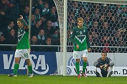 30.10.2010, Weser Stadion, Bremen, GER, 1.FBL, Werder Bremen vs 1. FC 1. FC Nürnberg im Bild  Torsten Frings ( Werder #22 ) Aaron Hunt ( Werder #14 ) Sebastian Mielitz ( Werder #21 ) nach dem 1:3   EXPA Pictures © 2010, PhotoCredit: EXPA/ nph/  Kokenge+++++ ATTENTION - OUT OF GER +++++