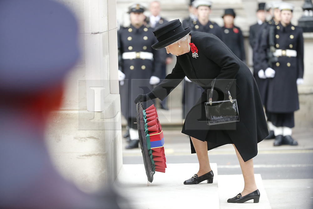 © Licensed to London News Pictures. 08/11/2015. London, UK. The Queen laying a wreath on the Cenotaph during Remembrance Sunday ceremony in Whitehall, London on Sunday, 8 November 2015. Photo credit: Tolga Akmen/LNP