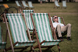 © Licensed to London News Pictures. 22/06/2018.  A man relaxes in St James's Park in lunchtime sunshine ahead of the weekend. Most of the UK is expected to be enjoying high temperatures over the next 7-10 days.  London, UK. Photo credit: Peter Macdiarmid/LNP