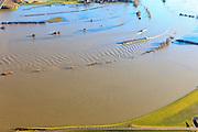 Nederland, Gelderland, Brummen, 20-01-2011; Cortenoever, IJssel bij hoogwater. De rivier staat tegen de Brummense Bandijk, de uiterwaarden staan onder water. Het zomerbed en de vaargeul zijn te herkennen aan de bakens..QQQ.luchtfoto (toeslag), aerial photo (additional fee required).copyright foto/photo Siebe Swart