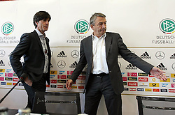 18.10.2013, DFB Zentrale, Frankfurt, GER, DFB Pressekonferenz, im Bild DFB Pr&auml;sident Wolfgang Niersbach gibt Joachim Jogi L&ouml;w den Weg vor // during the DFB press conference to extend the contract of national coach Joachim Loew in the DFB headquarters in Frankfurt on 2013/10/18. EXPA Pictures &copy; 2013, PhotoCredit: EXPA/ Eibner-Pressefoto/ RRZ<br /> <br /> *****ATTENTION - OUT of GER*****