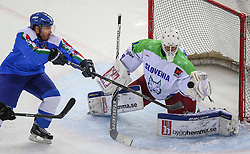 07.02.2015, Albert Schultz Eishalle, Wien, AUT, IIHF, Euro Ice Hockey Challenge, Italien vs Slowenien, im Bild Daniel Tudin (Italien, ITA) und Gasper Kroselj (Slowenien, SLO) // during the IIHF Euro Ice Hockey Challenge match between Italy and Slovenia at the Albert Schultz Ice Arena, Vienna, Austria on 2015/02/07. EXPA Pictures © 2015, PhotoCredit: EXPA/ Thomas Haumer