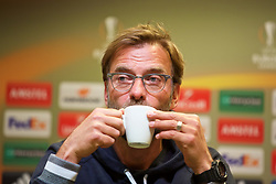 DORTMUND, GERMANY - Wednesday, April 6, 2016: Liverpool's manager Jürgen Klopp lifts the cup during a press conference at Westfalenstadion ahead of the UEFA Europa League Quarter-Final 1st Leg match against Borussia Dortmund. (Pic by David Rawcliffe/Propaganda)