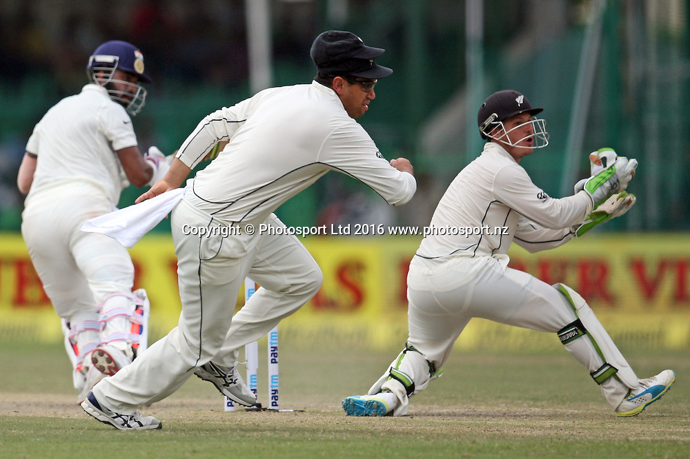Ross Taylor of New Zealand and BJ Watling of New Zealand during the 3rd day of the first test match India against New Zealand in Kanpur, India, Saturday, Sept. 24, 2016.