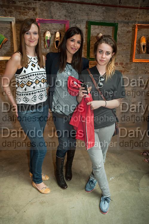 KELLY STAGG; ESTHER LOPEZ; BILLIE JD PORTER, Design Your Own Timberland breakfast and Autumn/ Winter 2011 preview. Timberland. 1 Fournier St. London. Followed by an art tour by Julia Royce. 8 June 2011. <br /> <br />  , -DO NOT ARCHIVE-© Copyright Photograph by Dafydd Jones. 248 Clapham Rd. London SW9 0PZ. Tel 0207 820 0771. www.dafjones.com.