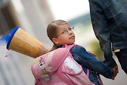 11.09.2010, Schulbeginn, im Bild ein Mädchen mit Schultüte und Schultasche auf dem Weg zu ihrem ersten Schultag, EXPA Pictures © 2010, PhotoCredit: EXPA/ Erwin Scheriau