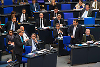 DEU, Deutschland, Germany, Berlin, 31.01.2019: Blick in die Reihen der FDP- und der AfD-Bundestagsfraktion (Alternative für Deutschland, AfD) bei einer Plenarsitzung im Deutschen Bundestag. Stephan Brandner (AfD) bei einem Wortgefecht mit Reinhard Houben (FDP).