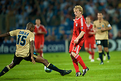 MARSEILLE, FRANCE - Tuesday, September 16, 2008: Liverpool's Dirk Kuyt and Olympique de Marseille's Ronald Zubar during the opening UEFA Champions League Group D match at the Stade Velodrome. (Photo by David Rawcliffe/Propaganda)