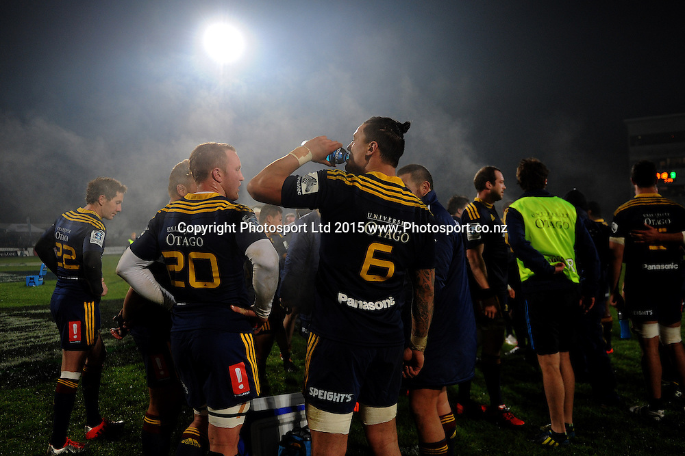 The Highlanders celebrate after defeating the Chiefs, following the Super Rugby Match between the Highlanders and the Chiefs, held at Rugby Park, Invercargill, New Zealand, 30th May 2015. Credit: Joe Allison / www.Photosport.co.nz