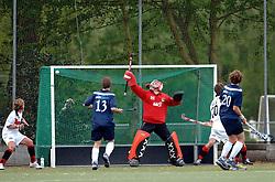 08-05-2005 HOCHEY: PINOKE-AMSTERDAM: AMSTELVEEN<br /> Amsterdam wint met 4-3 van Pinoke. Pinoke speelt door deze uitslag play out wedstrijden. - Klaas Veering<br /> ©2005-WWW.FOTOHOOGENDOORN.NL